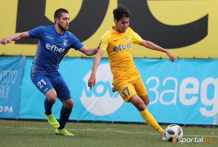Звездата Валери Божинов не е единственият футболист на Левски, възпят