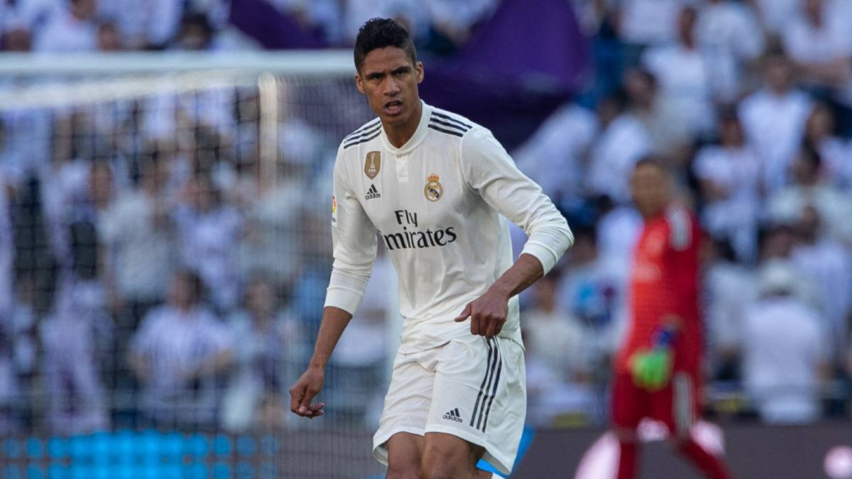 Френският защитник Рафаел Варан иска да напусне Реал Мадрид в