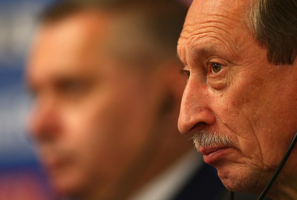 Франция е издала заповед за арест на двама бивши ръководни