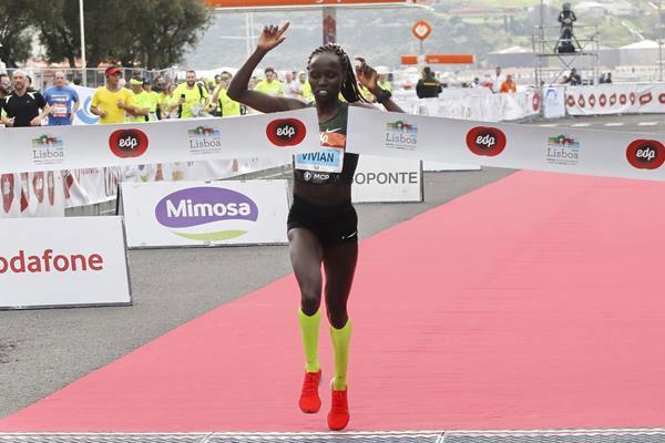 Кенийката Вивиан Черуйот спечели полумаратона на Лисабон в неделя с