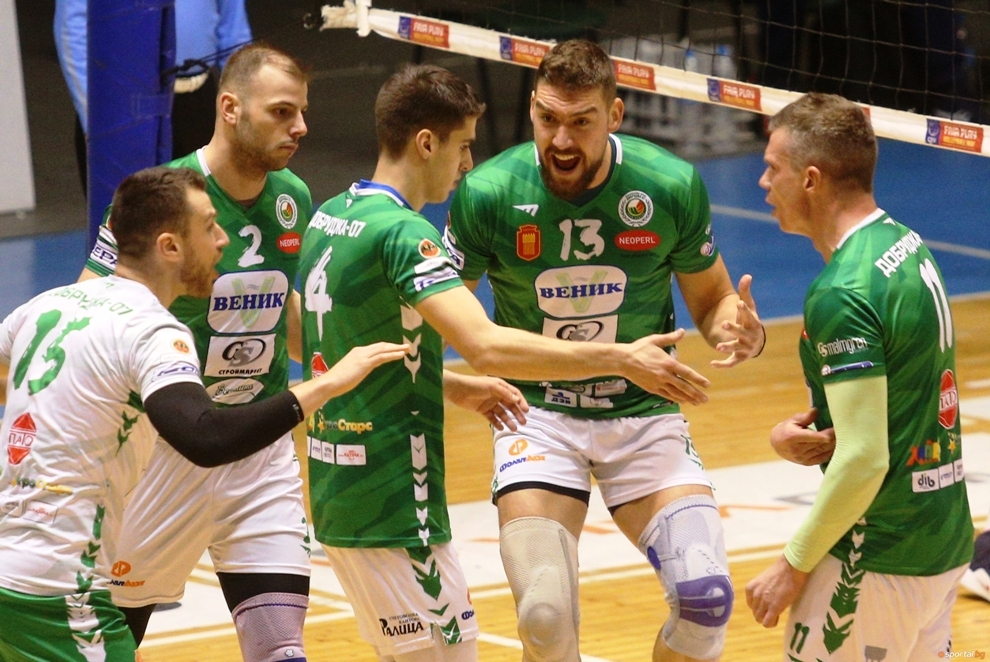 Волейболният отбор на Добруджа 07 (Добрич) започна с драматична победа