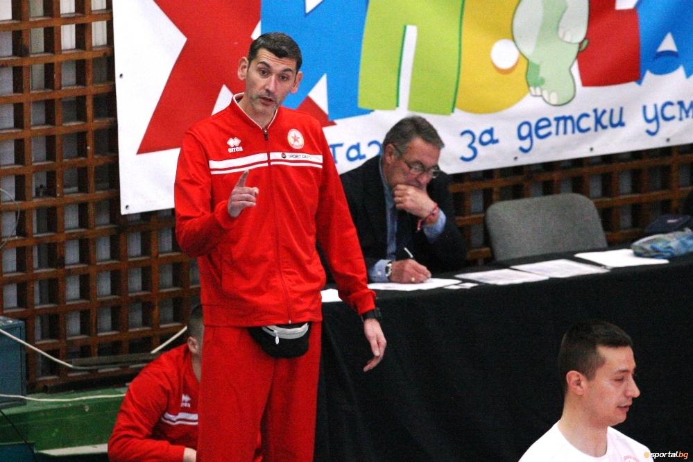 Старши треньорът на волейболния ЦСКА Александър Попов показа, че не