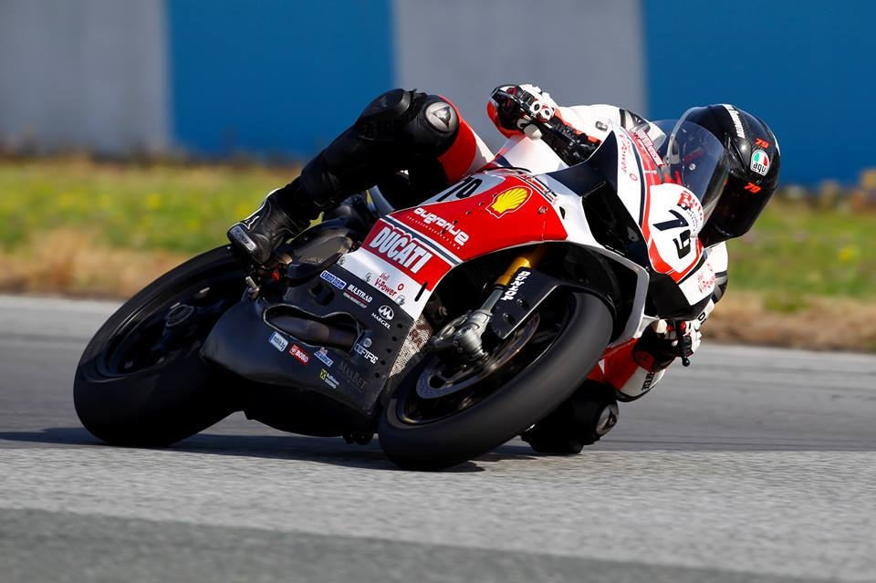 Успоредно с надпреварата по мотокрос във Великобритания, над 100 състезатели