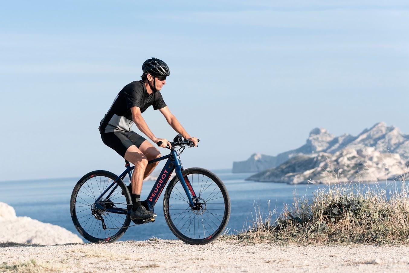Новите високотехнологични трекинг и шосейни електрически велосипеди на Peugeot са