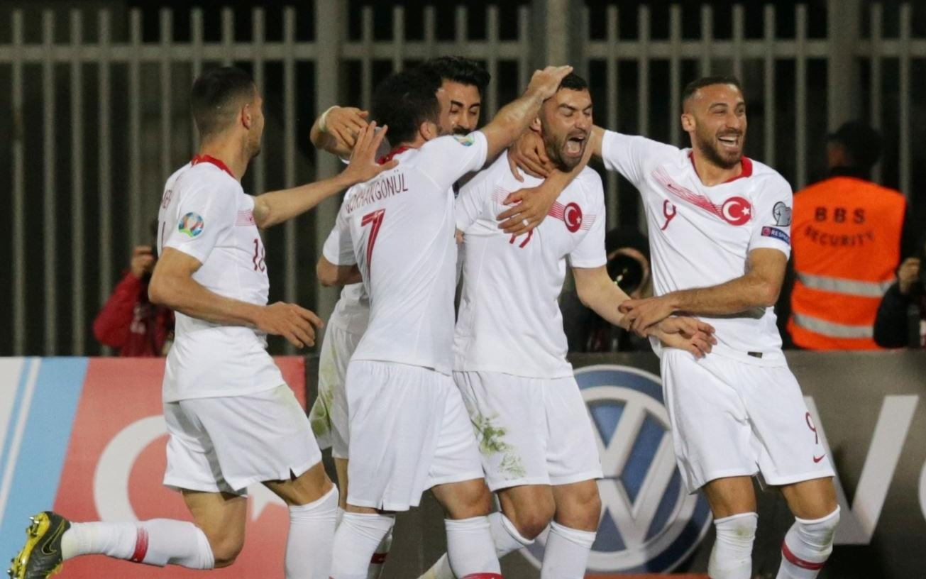 Турция започна европейските квалификации по отличен начин с победа като