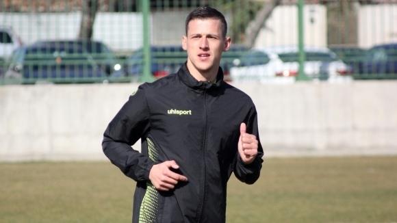 Крилото на Ботев (Пловдив) Александър Тонев е заминал за Лондон.