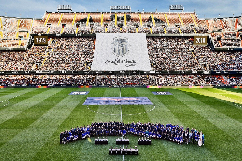 Дни след като навърши 100 години, ФК Валенсия отбеляза събитието