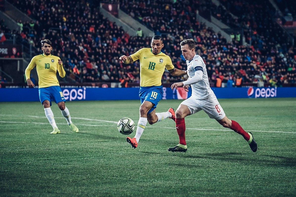 Чехия посреща Бразилия в приятелска среща в Прага. Чехите загубиха