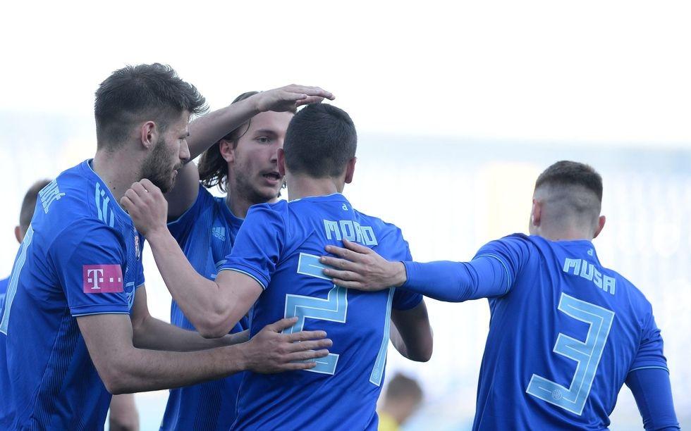 Снимка: Динамо  се измъчи с отбора на Боби Цонев