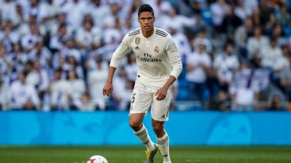 Реал Мадрид се опитва да изкуши защитника Рафаел Варан да