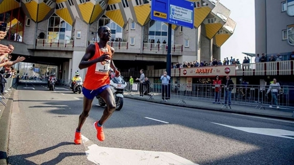 Снимка: Кениец спечели маратона на Ротердам с нов рекорд на трасето