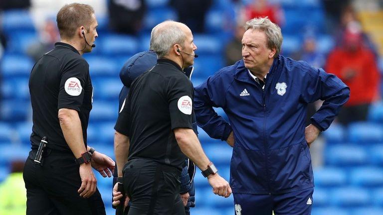 Снимка: ФА повдигна обвинение на Нийл Уорнък за реакцията след мача с Челси