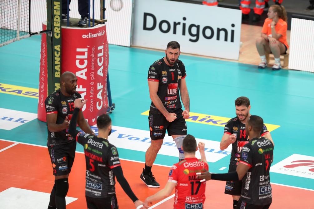 Волейболният национал Цветан Соколов и неговият Кучине Лубе (Чивитанова) изпуснаха