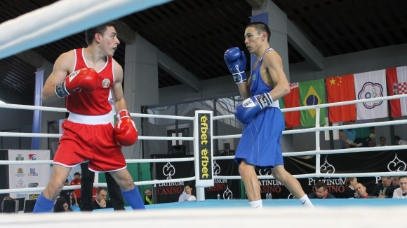 Двама български боксьори се класираха за финалите на международния турнир