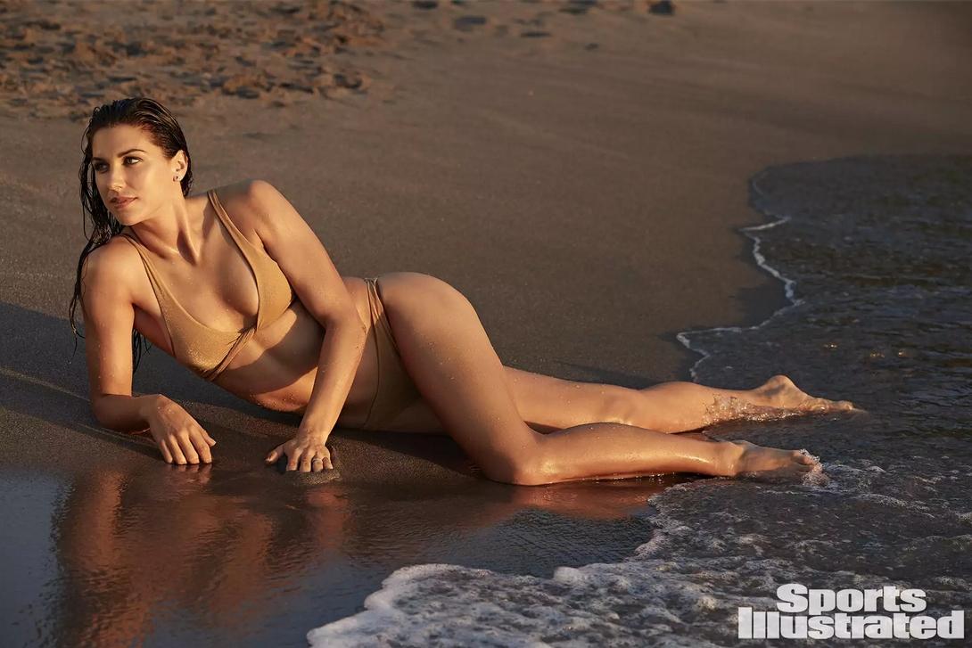 Sports Illustrated продължава традицията да подкрепя мотивираните и амбициозни жени.