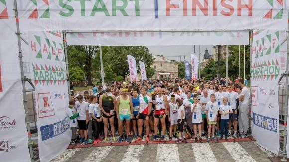 Над хиляда души стартираха във втория полумаратон на София. Събитието