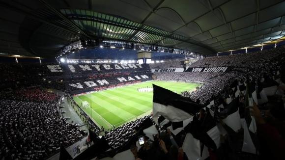 Айнтрахт (Франкфурт) загуби последното си домакинство за сезона, отстъпвайки с