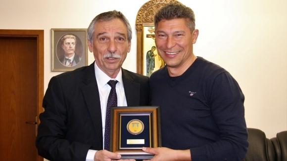 Новоизбраният селекционер на България и гениален футболист от близкото минало