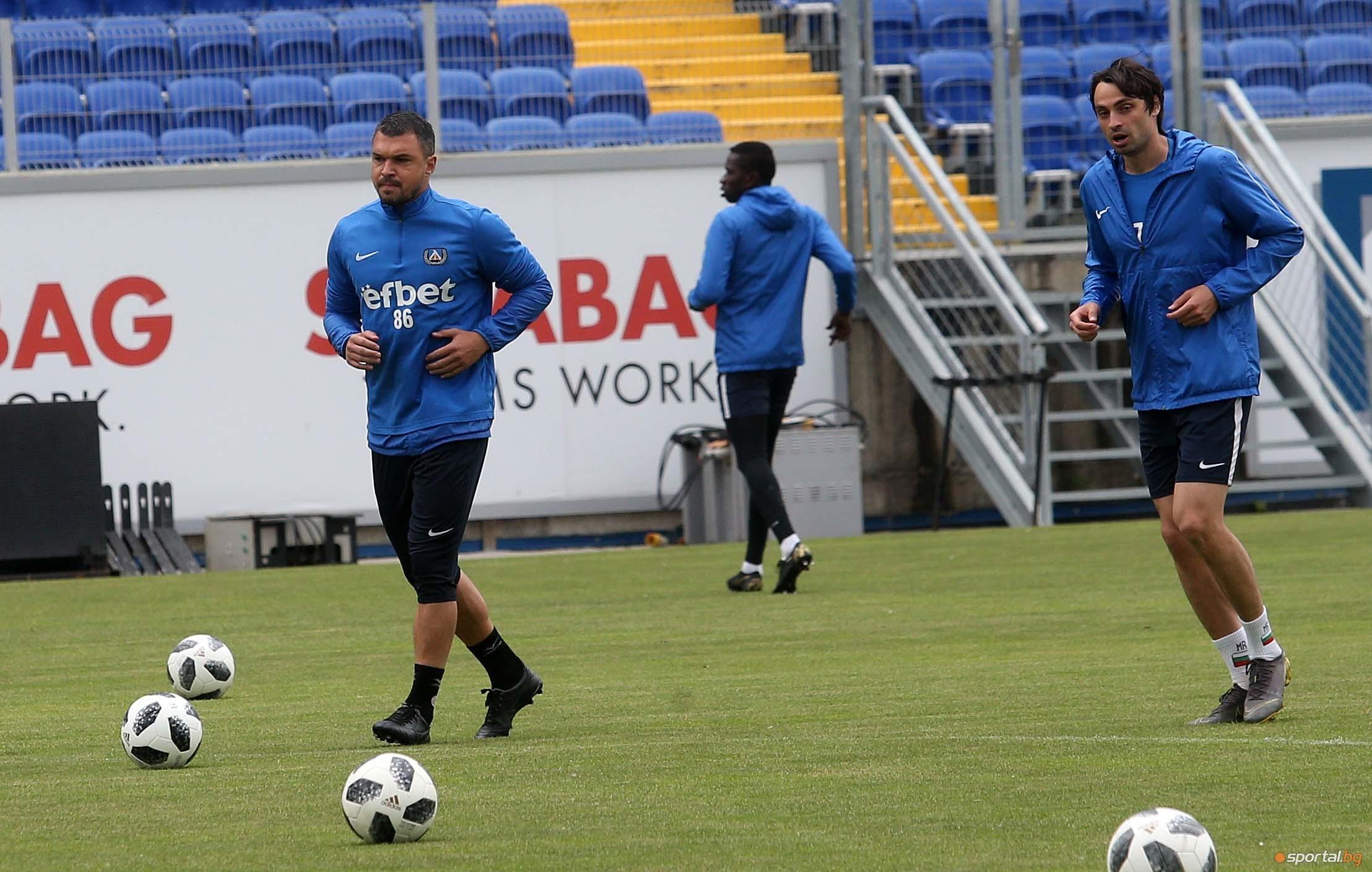 Група от 19 футболисти определи старши треньорът на Левски Георги