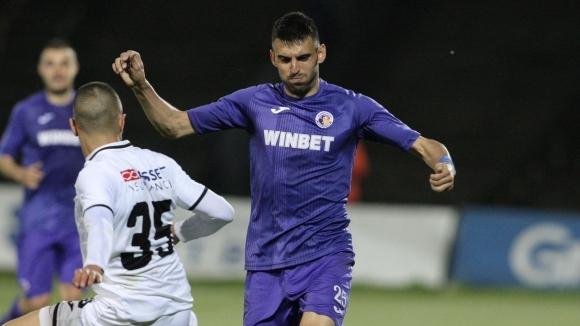 Футболистът на Етър Крум Стоянов изрази надеждите си, че