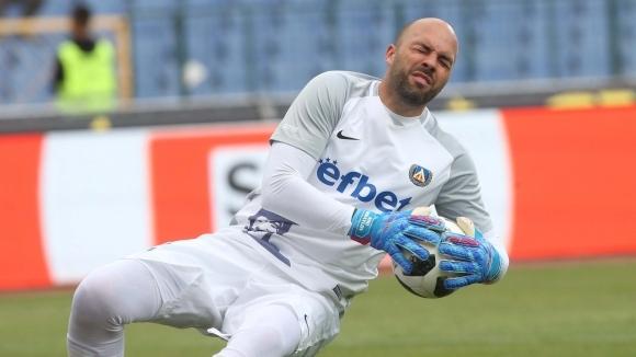 Вратарят на Левски Николай Михайлов беше много разочарован след загубата