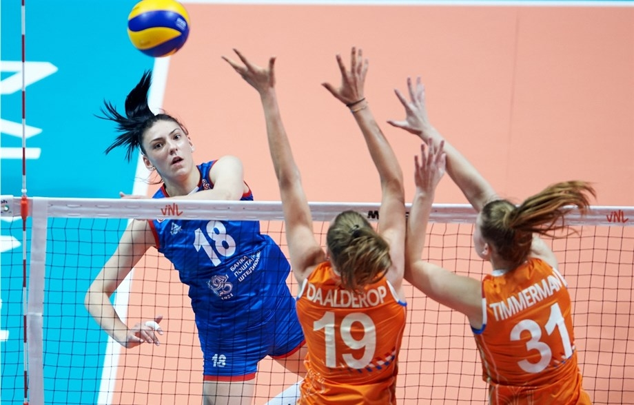 Световният шампион Сърбия стартира перфектно участието си в тазгодишната Лига