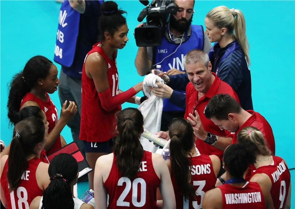 Легендарният треньор на женския национален волейболен отбор на САЩ Карч