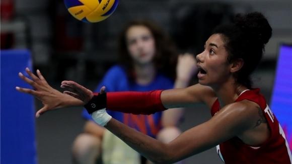 Една от основните волейболистки на женския национален отбор на САЩ