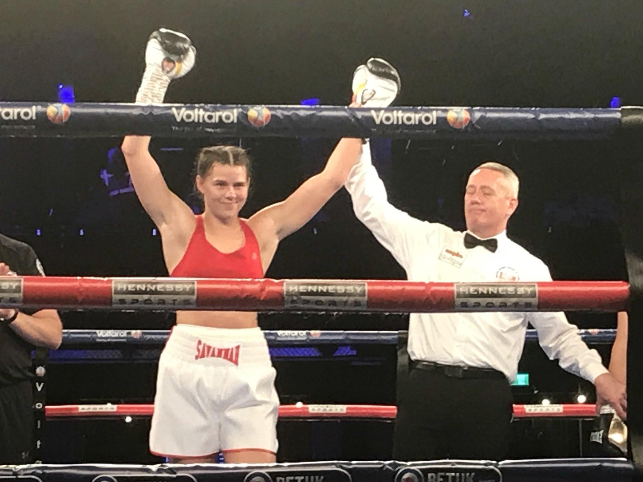 Савана Маршал продължи победния ход в женския професионален бокс. Тя