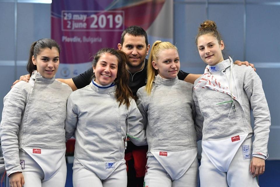 Женският ни отбор се класира на шесто място на сабя