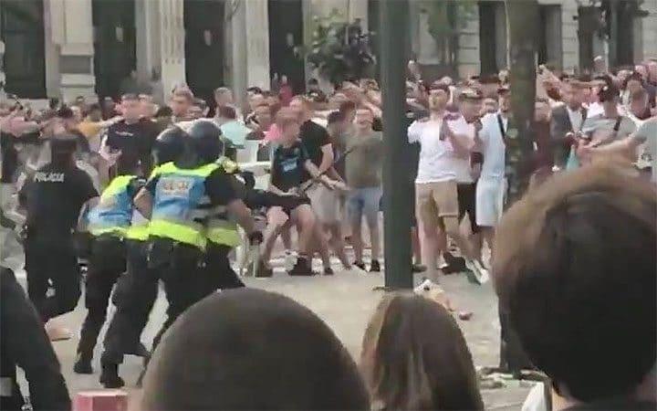 Английски фенове предизвикаха безредици в Порто, при които се стигна