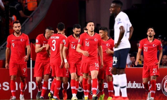 Турция изигра най-силния си мач от години и победи с
