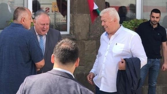 ПремиерътБойко Борисов се срещна с футболните легенди Христо Бонев и
