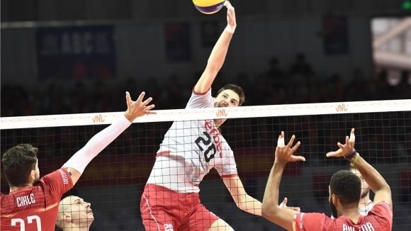 Волейболният национал Алекс Грозданов ще играе в един отбор с