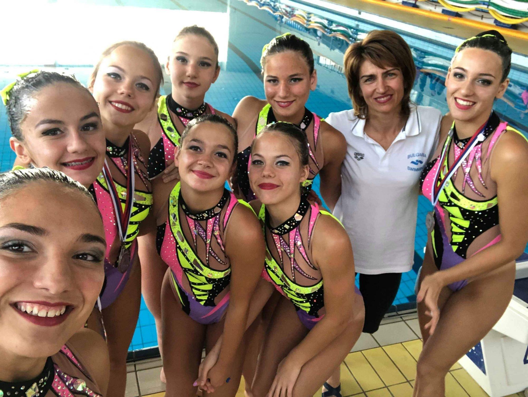 Националният ни отбор по артистично плуване - девойки замина за