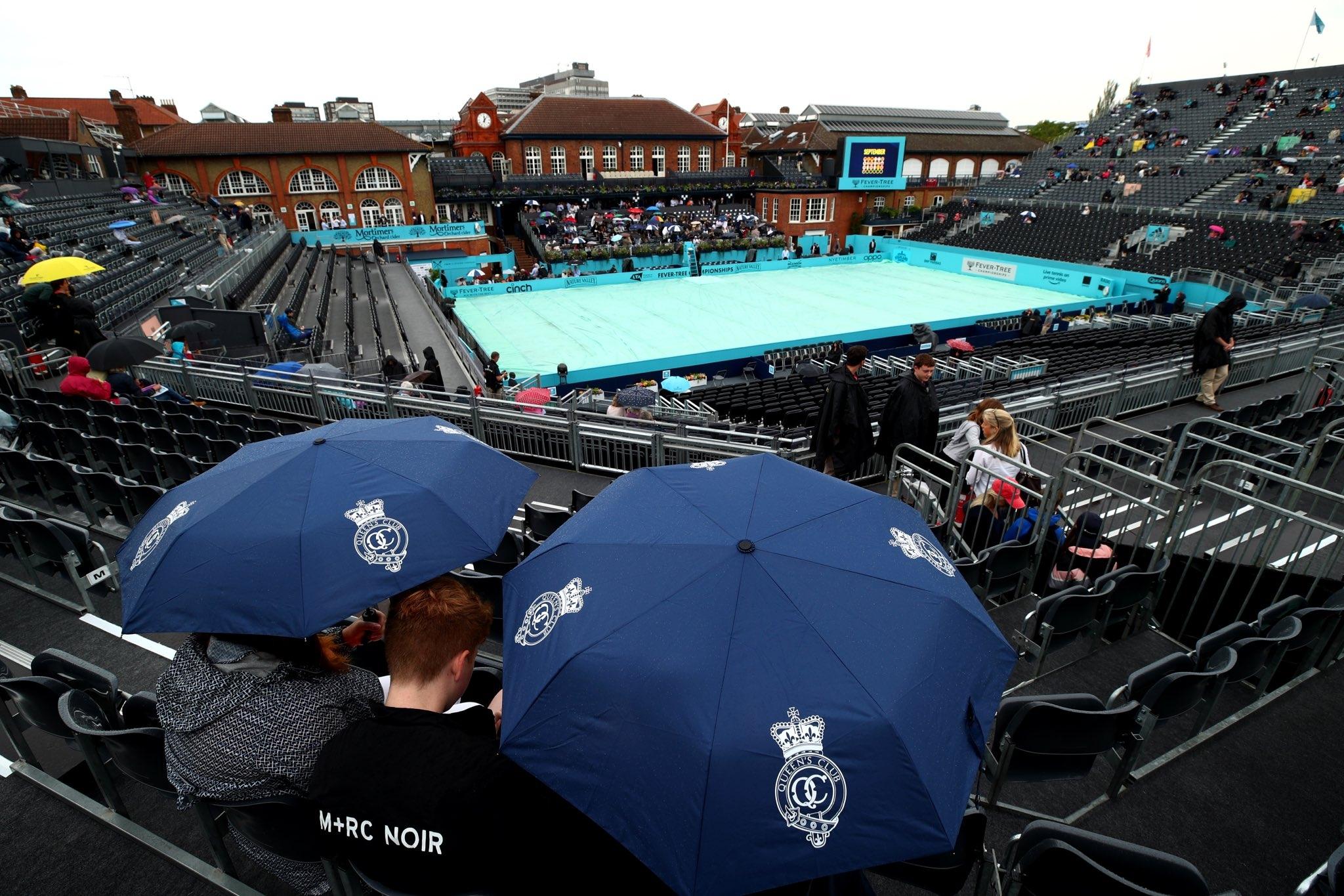 Дъждът в Лондон бави началото на мачовете на турнира в