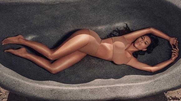 Ким Кардашиян няма как да остане извън светлината на прожекторите.