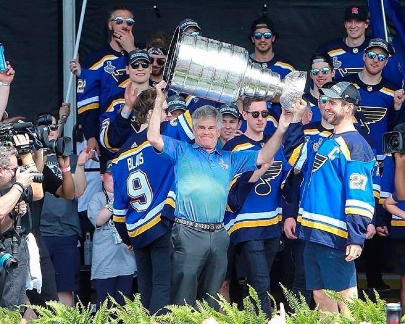 Група от бизнесмени, водена от президента на хокейния Сейнт Луис