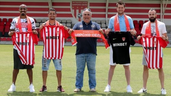 Четирима нови футболисти подписаха договори с Царско село за дебютния