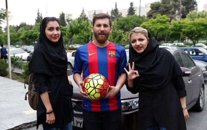 Станалият популярен като двойник на Лионел Меси иранец Реза Парастеш