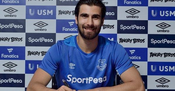 Португалският национал Андре Гомеш вече е футболист на Евертън. Тази