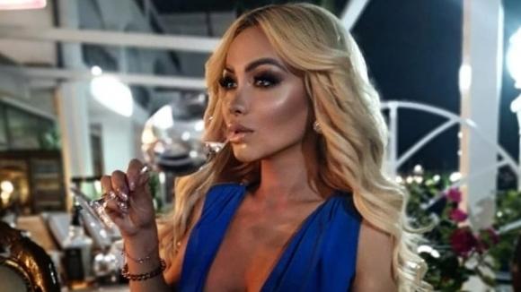 Плеймейтката Нора Недкова се позагуби напоследък от медийното пространство, но