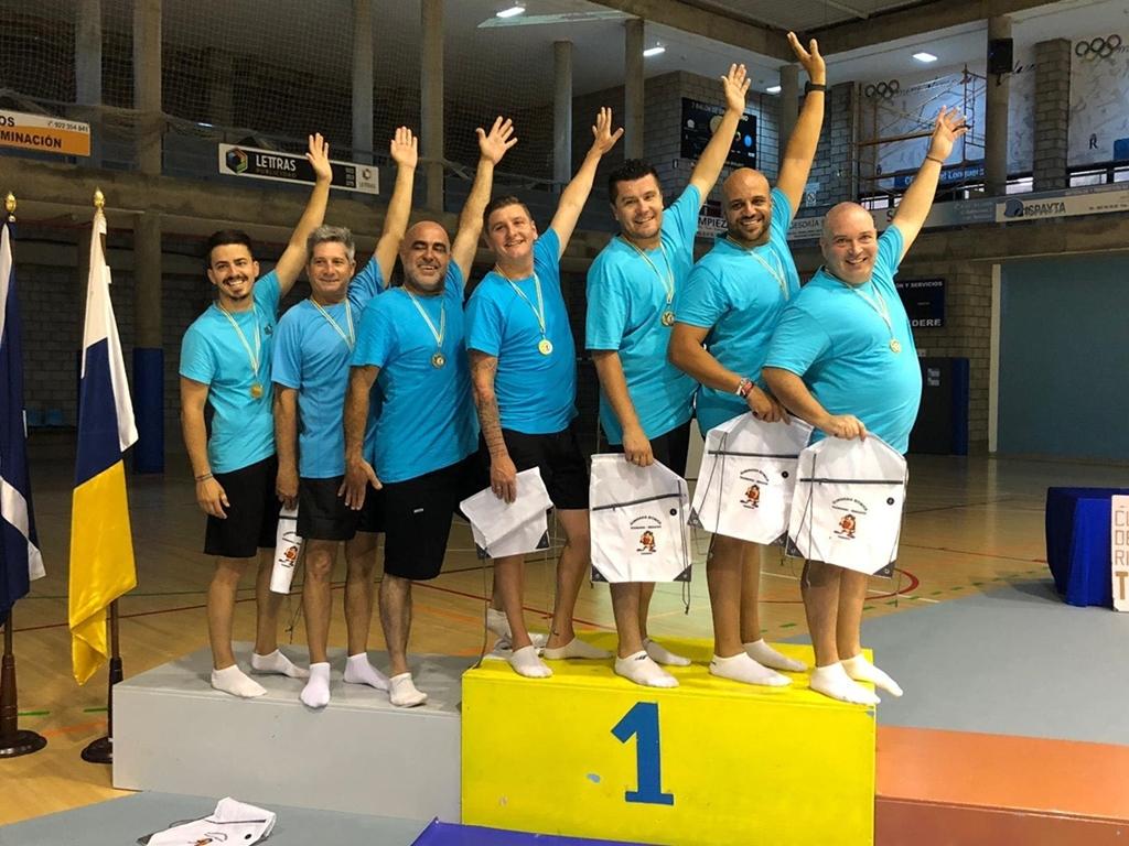 Седем бащи на гимнастички от испанския клуб Тасмания (Лос Реалехос)