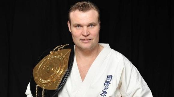 Един от най-успешните кикбоксьори и бойци в сериите К-1 Семи