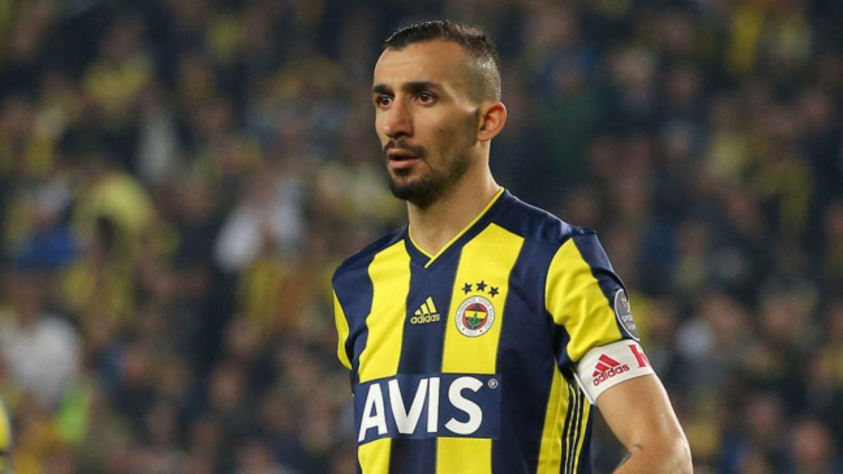Халфът Мехмет Топал напусна Фенербахче, обявиха от клуба. 33-годишният футболист