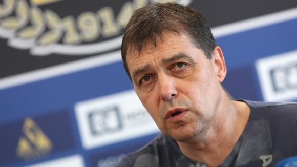 Старши-треньорът на Левски Петър Хубчев имаше поводи за задоволство днес,