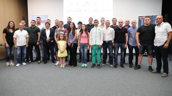 Снимка: Наградиха медалисти от европейските първенства по борба