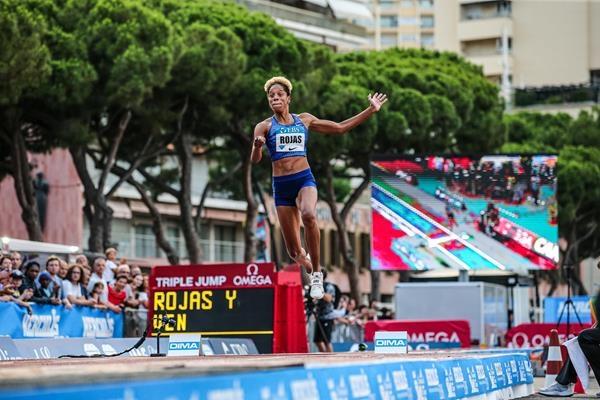Двукратната световна шампионка в тройния скок в зала и актуалната