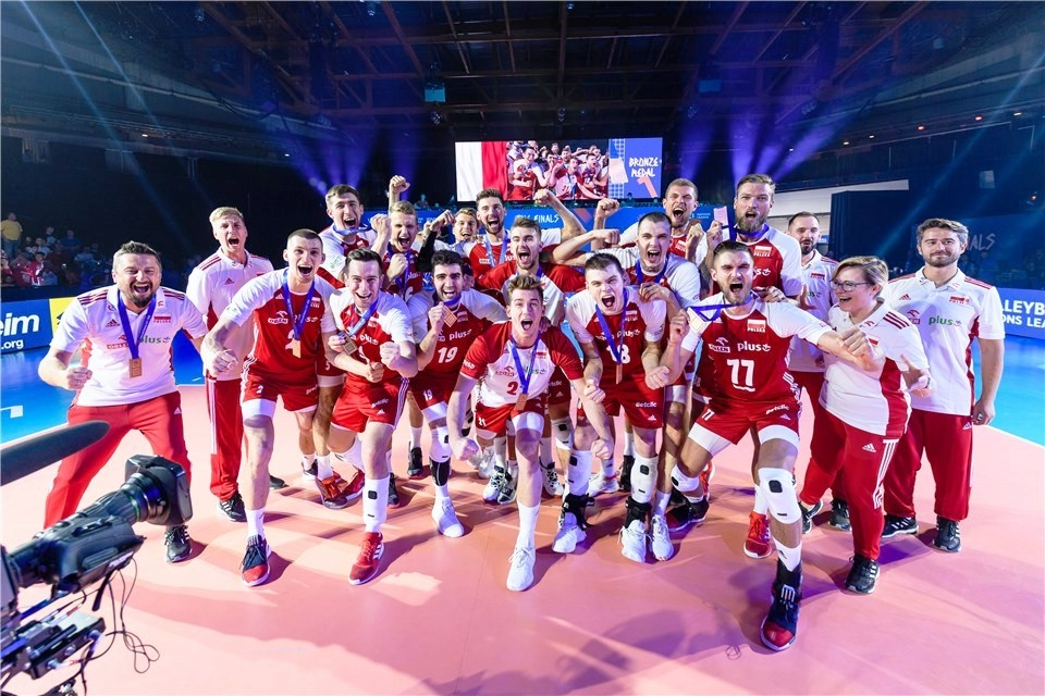 Световният волейболен шампион Полша завоюва исторически бронзов медал в Лигата