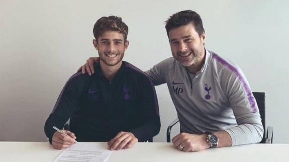 Синът на мениджъра на Тотнъм Маурисио Почетино - Маурицио, подписа